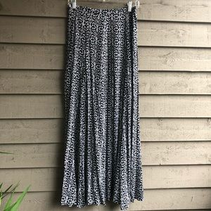 Lily White Skirts - Lily White Printed Maxi Skirt. Size S.